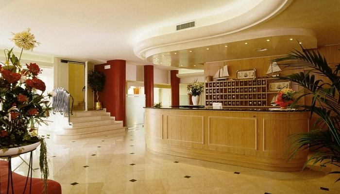 Hotel Montecarlo 3912