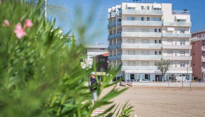 Hotel Karinzia 23616