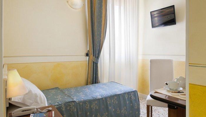 Hotel Karinzia 23627